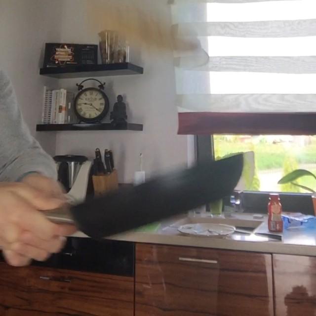Mistrzowskie ćwiczenie czyni mistrza. Dzień drugi. Obroty ?‼️ #naleśniki #pycha #poranek ?? #kuchennerewolucje #rodzina #tatuś #bohater #gotowanie #cośtamumiem #mikewaw #kitchen #home #family #life